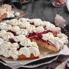 Пирог сдобный с брусникой